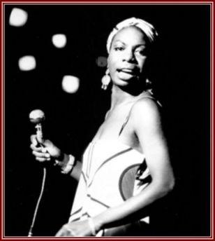 Cantora e compositora, Nina Simone dedicou sua arte à defesa dos direitos civis dos negros estadunienses.