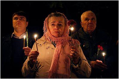 Num cenário de guerra civil, ucranianos lembram a tragédia ocorrida a 28 anos atrás.